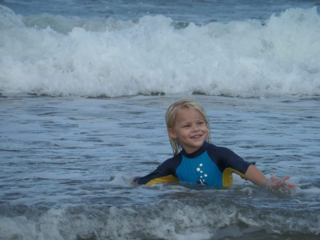 Sport aquatique en classe mer pour enfant